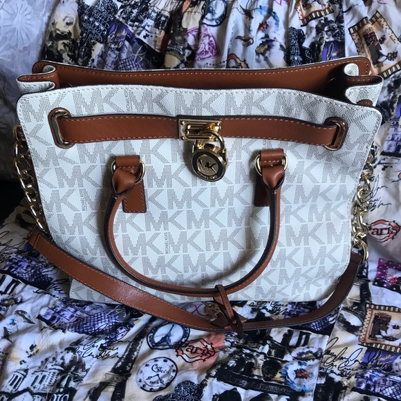 Michael Kors Handbags - Michael kors purse
